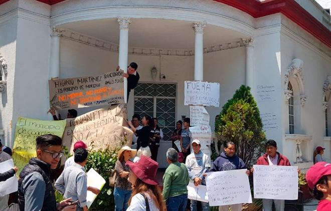 """Protestan contra """"presunta"""" negociación de candidaturas en Morena"""