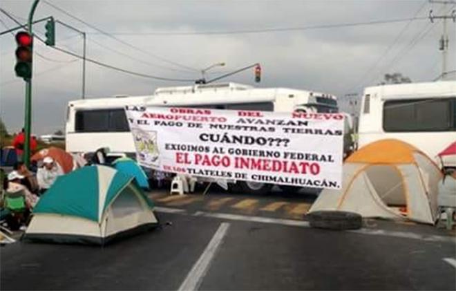 Bloquean campesinos la Peñón-Texcoco; exigen pago de predios