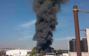 #Video: Fuerte incendio consume llantera en #Tultitlán