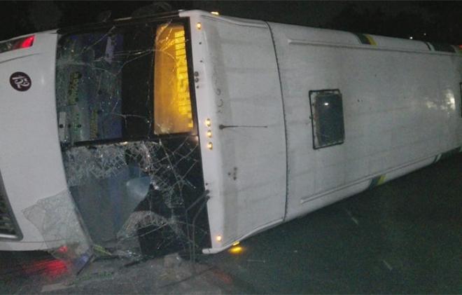 Chocan en Tlalnepantla camión de pasajeros y de carga; hay cuatro heridos, uno grave