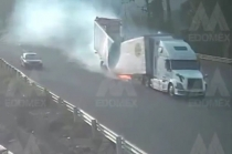 #Video: Momento en que tráiler se accidenta en la México-Toluca