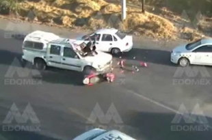 #Video: Captan brutal accidente de motocicleta en #Lerma; viajaban dos